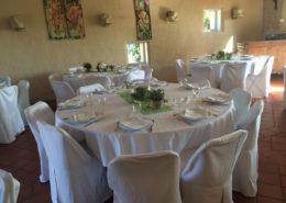 le domaine de la cour - tables décoration dans salle