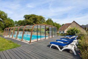 le domaine de la cour - terrasse avec piscine proche de gite en normandie