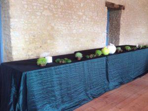 le domaine de la cour - salle réception table buffet
