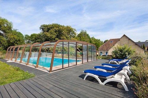 le domaine de la cour - terrase et piscine en normandie